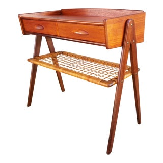 Danish Modern Side or End Table For Sale