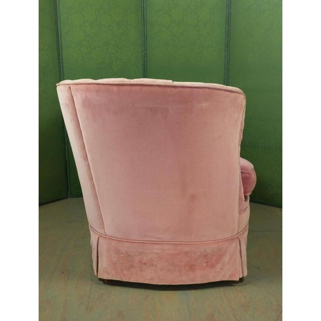 Small Pink Velvet Settee - Image 4 of 11