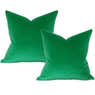 """Schumacher Emerald Green Velvet 17"""" x 17"""" Pillow Covers - a Pair For Sale"""