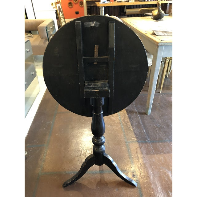 Black Lacquer and Painted Chinoiserie Tilt Top Table For Sale In Atlanta - Image 6 of 13