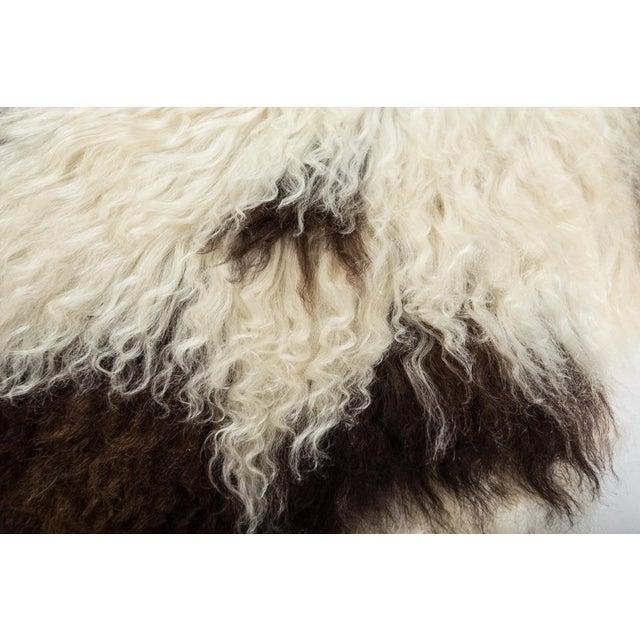 "2010s 2010's Modern Natural Sheepskin Pelt Rug - 1'10""x3'7"" For Sale - Image 5 of 7"