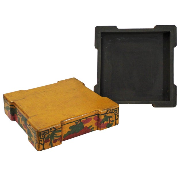 2010s Chinese Distressed Yellow Lacquer Chinoiserie Color Square Painting Box For Sale - Image 5 of 6