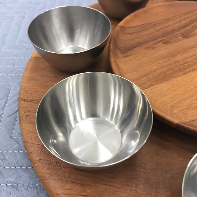 Beautiful swivel lazy susan tray with magnets insert in the wood plate and eight stainless steel cups.