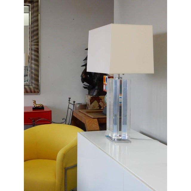 Hollywood Regency Pair of Massive Lucite Lamps, 1970s For Sale - Image 3 of 11