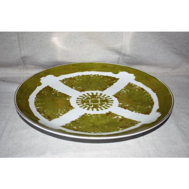 Asian Imari Japanese Gold Hand Painted Green Plate For Sale - Image 3 of 6