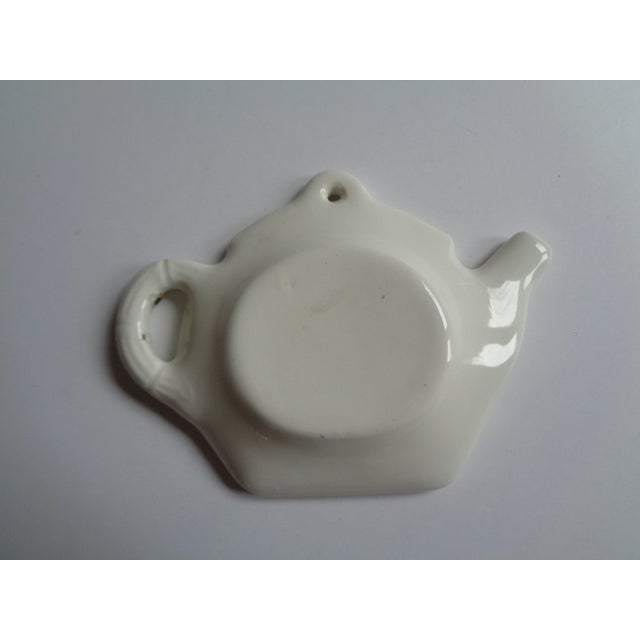 Fun vintage teabag holder. Design of Florida orange. White cross-hatched china. In excellent condition.