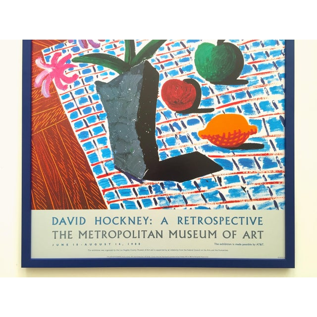 "Contemporary David Hockney Rare Vintage 1988 Lithograph Print Framed Metropolitan Museum Exhibition Poster "" Still Life With Flowers "" 1987 For Sale - Image 3 of 13"