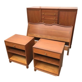 1950s Refinished Landstrom Mahogany Bedroom Set For Sale