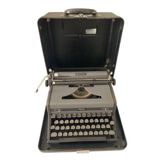 1940s Royal Quiet De Luxe Typewriter With Case For Sale