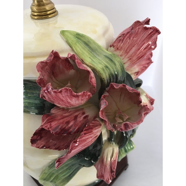 Anne Vosseller Porcelain Ginger Jar Parrot Tulip Barbotine Lamp - a Pair - Image 3 of 11