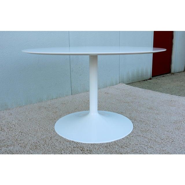 """1950s Mid-Century Modern Eero Saarinen Style 48"""" Round White Top Tulip Dining Table - Image 7 of 13"""
