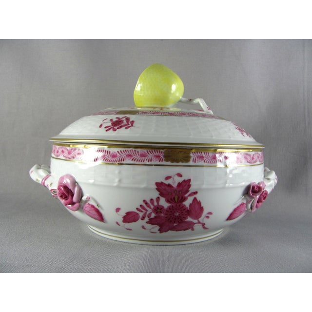 Late 20th Century Herend Chinese Bouquet Raspberry Bean Pot Tureen With Lemon Finial For Sale - Image 5 of 10