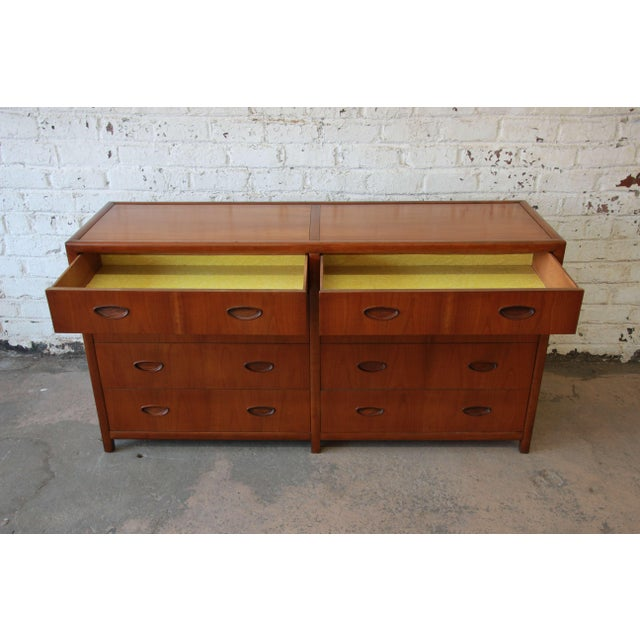 Michael Taylor for Baker New World Collection Eight-Drawer Dresser or Chest For Sale In South Bend - Image 6 of 11