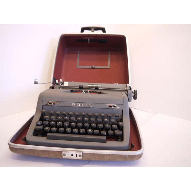 Vintage Royal Quiet Deluxe Typewriter - Image 3 of 9