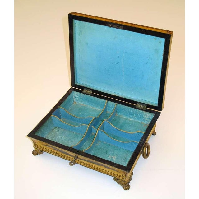 An Elegant English Regency Yellow-Lacquered Chinoiserie Jewelry Box For Sale - Image 4 of 6
