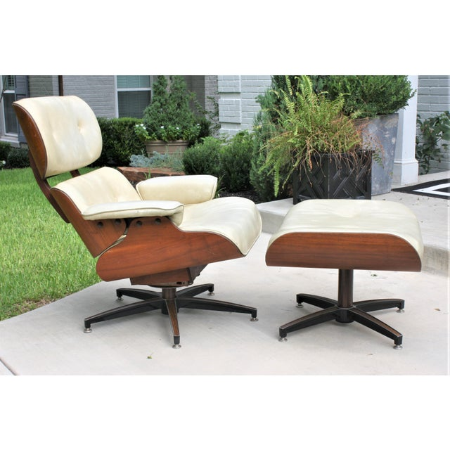 Mid-Century Modern Eames-Style Naugahyde Upholstered Walnut Laminated Lounge Chair and Ottoman For Sale - Image 13 of 13