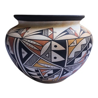 "Acoma Pueblo Pottery, Westly Bagaye ""Quail"" For Sale"