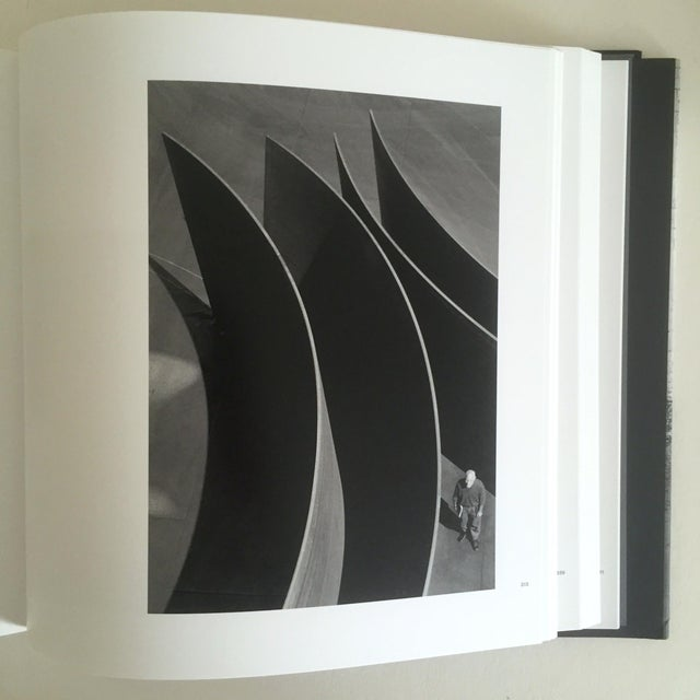 """""""Richard Serra Sculpture : Forty Years """" Rare Moma Exhibition Hardcover 1st Edtn Book For Sale - Image 4 of 10"""