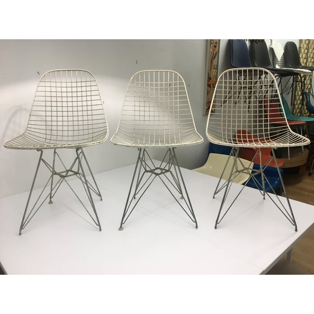 1950s Authentic Vintage White Wire Eiffel Chairs by Charles Eames for Herman Miller - Set of 3 For Sale - Image 5 of 12