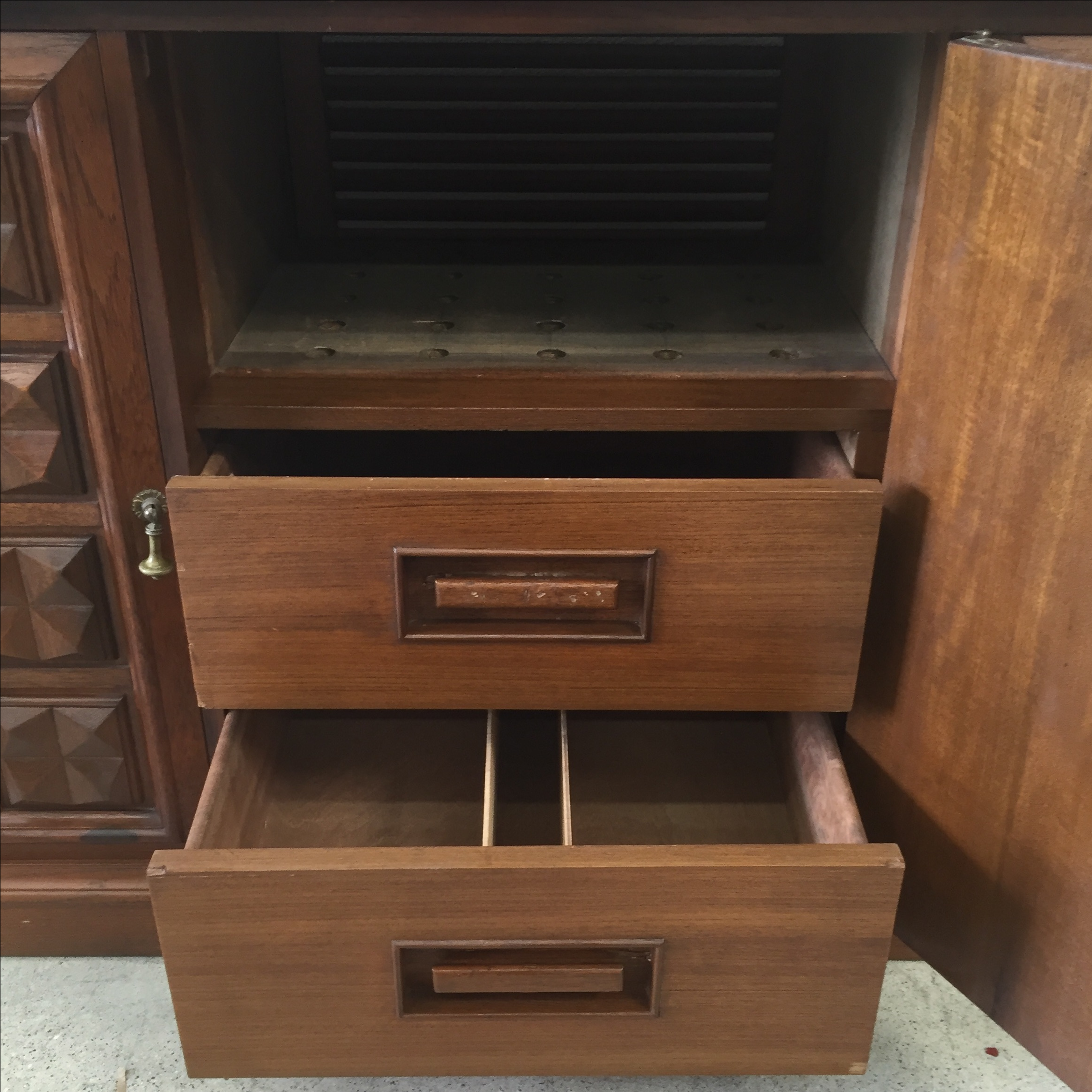 Mid Century Credenza Stereo Cabinet   Image 5 Of 11