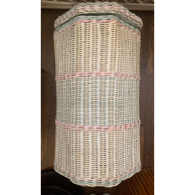 Fantastic mid century octagonal wicker clothes hamper. I love and collect vintage hamper and take my word for it, this one...