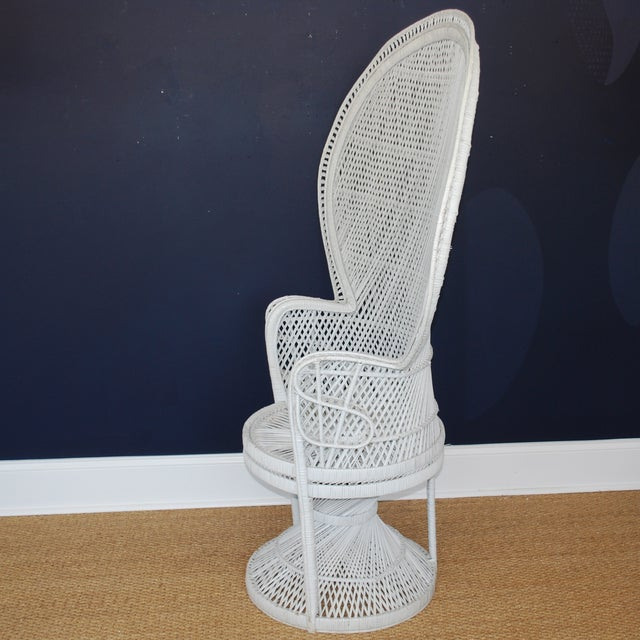 Vintage Mid-Century White Peacock Chair - Image 4 of 4