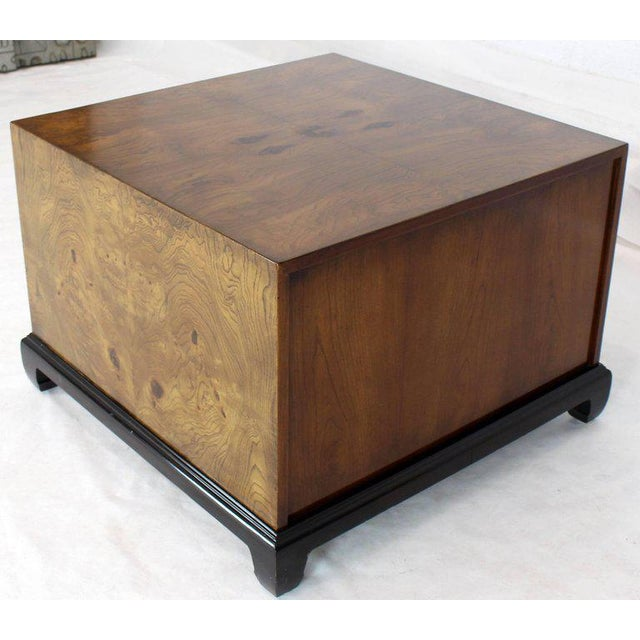 1970s 1970s Mid-Century Modern Burl Walnut Black Lacquer Base Brass Hardware Cube Shape End Table For Sale - Image 5 of 14