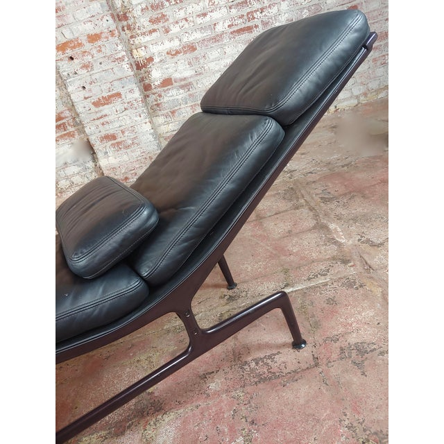 Metal Ray & Charles Eames for Herman Miller Billy Wilder Chaise Longue For Sale - Image 7 of 10