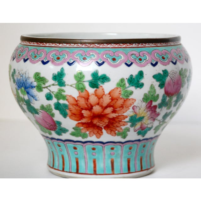 19th Century Chinese Famille Rose Cachepot For Sale In Los Angeles - Image 6 of 10