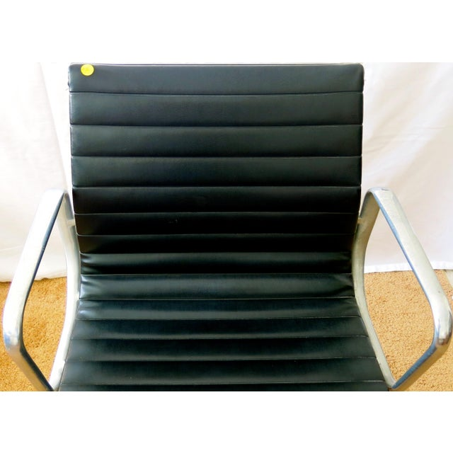 Mid-Century Modern Eames-Herman Miller Aluminum Leather Group Management Chair For Sale - Image 3 of 13