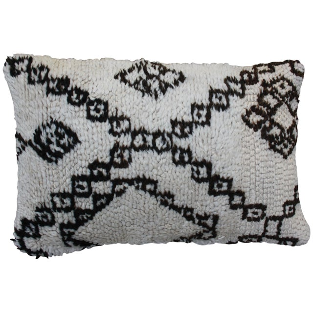 Diamonds & X-Pattern Moroccan Pillow For Sale - Image 4 of 4