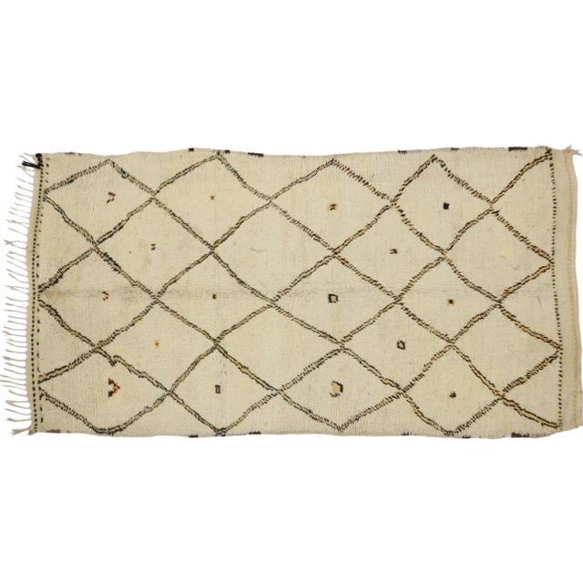 74468 Vintage Moroccan Azilal Rug with Minimalist Design and Nordic Style 04'08 x 08'07. This hand-knotted wool vintage...