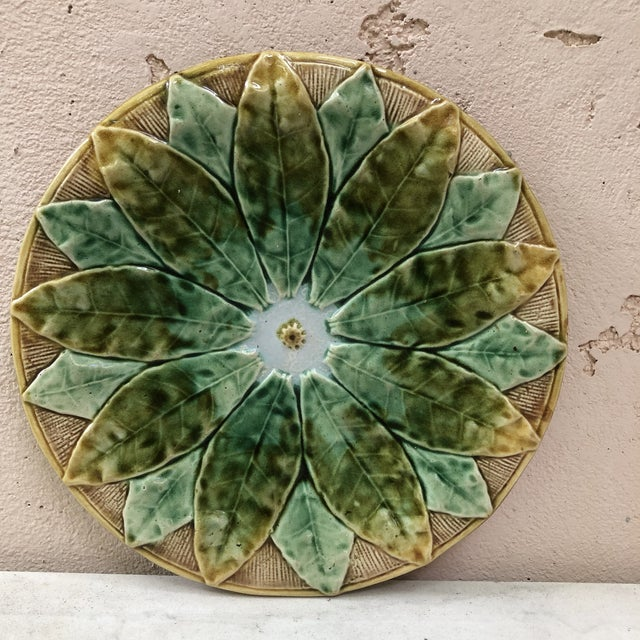 Green 19th Century English Majolica Leaves Plate For Sale - Image 8 of 8
