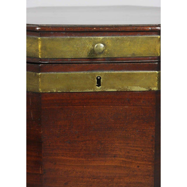 George III Mahogany and Brass Mounted Cellerette For Sale In Boston - Image 6 of 11