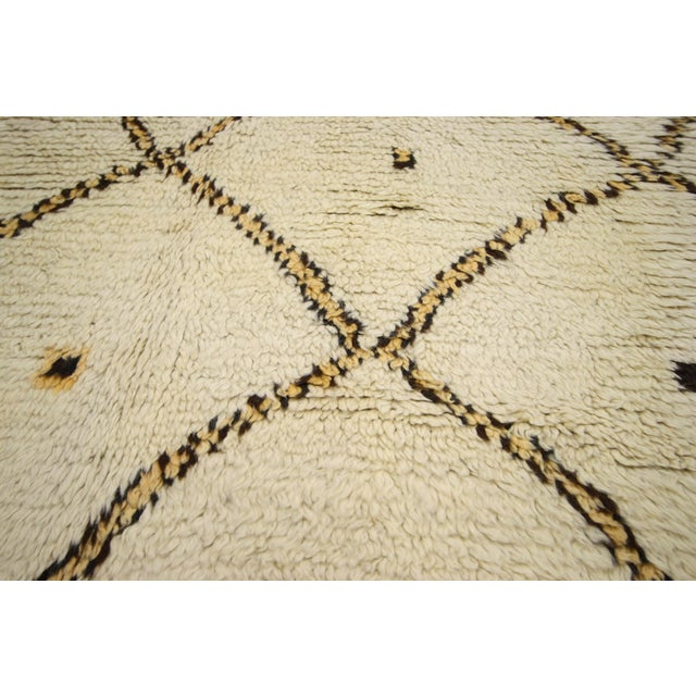 Mid 20th Century Vintage Berber Moroccan Azilal Rug -- 4'10 x 9' For Sale - Image 5 of 7