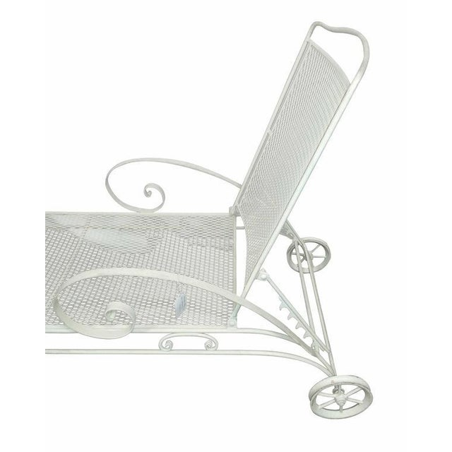 Mid-Century Modern Russell Woodard Iron Mesh Steel Outdoor Chaise Lounge For Sale - Image 3 of 7