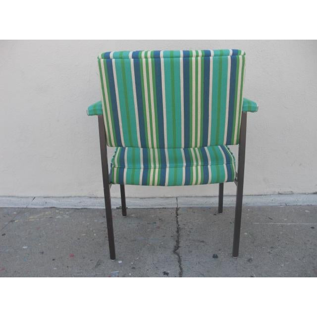 Steelcase Mid-Century Modern Reupholstered Striped Steelcase Armchair For Sale - Image 4 of 9