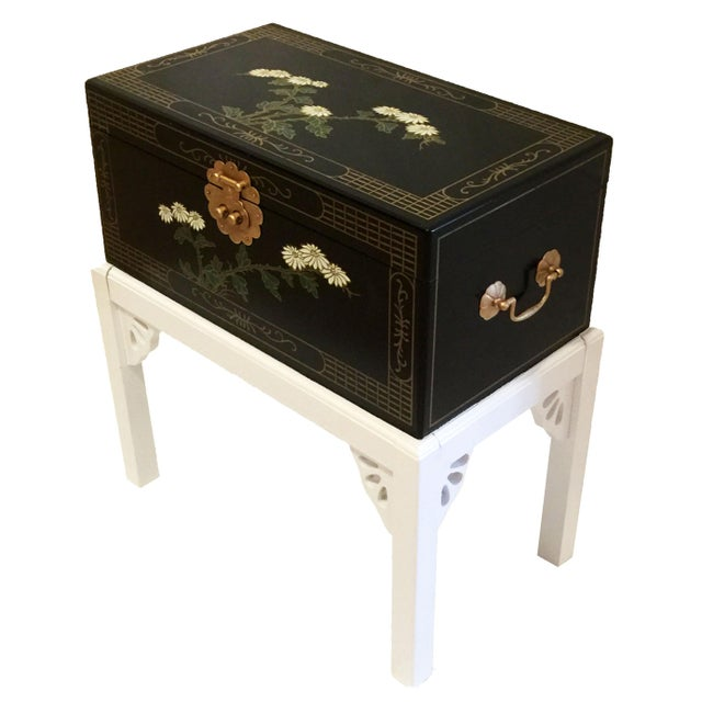 Asian 1970s Chinoiserie Lacquered Chest For Sale - Image 3 of 11