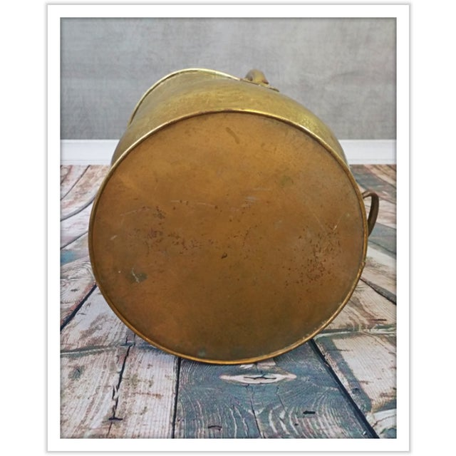 Vintage English Hammered Brass Fireplace Bucket - Image 8 of 11