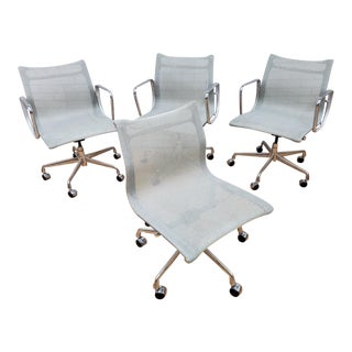 Mid Century Modern Eames for Herman Miller Aluminum Group Chair - Set of 4 For Sale