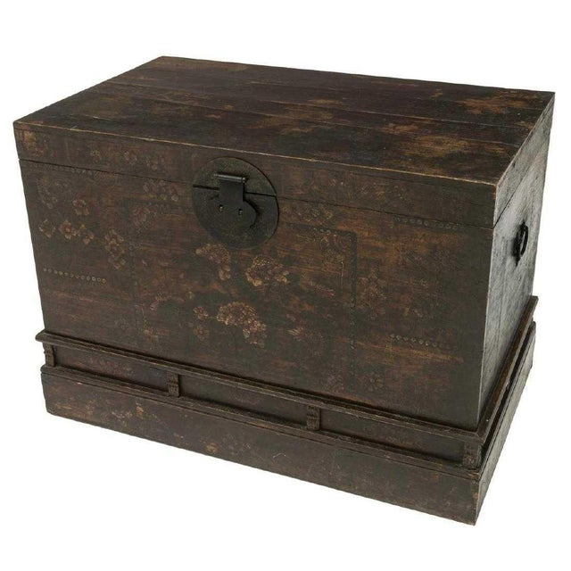 20th Century Chinese Polychrome Floral Storage Chest For Sale - Image 4 of 5