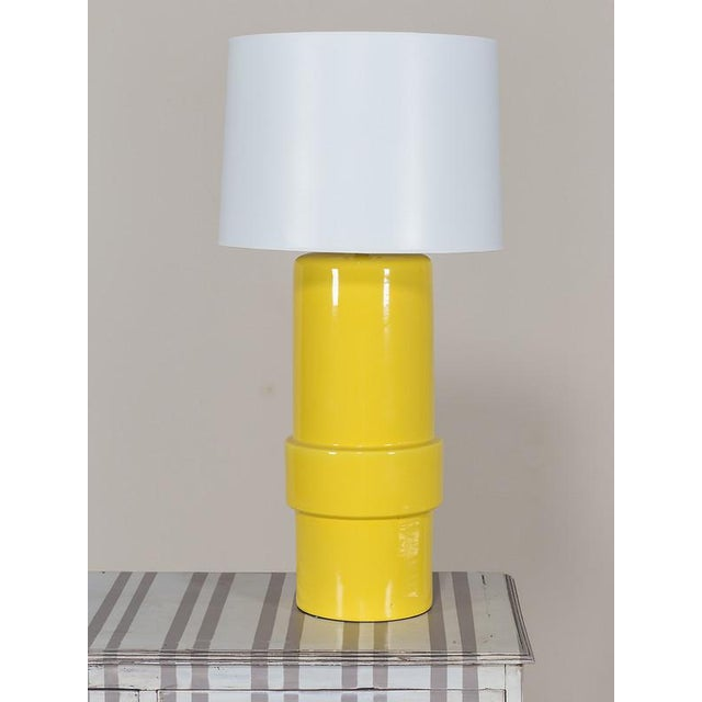 Vintage 1970′s Yellow Ceramic Italian Table Lamp For Sale - Image 4 of 4