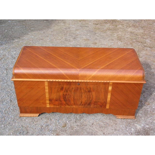 Lane Furniture Antique LANE Art Deco Waterfall Cedar Hope Chest Storage Trunk For Sale - Image 4 of 13