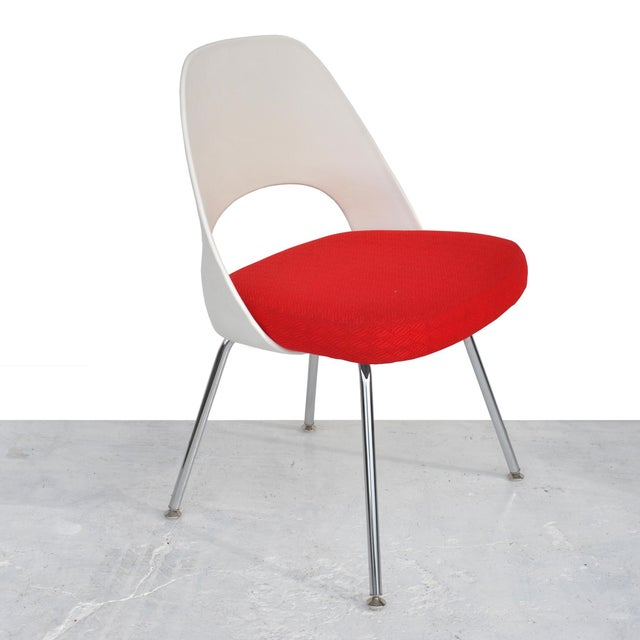 White Set of Four Contemporary Knoll Eero Saarinen 72c-Piece Dining Side Chairs For Sale - Image 8 of 13