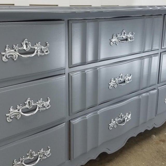 Steel Wool & Platinum French Provincial Dresser - Image 4 of 5