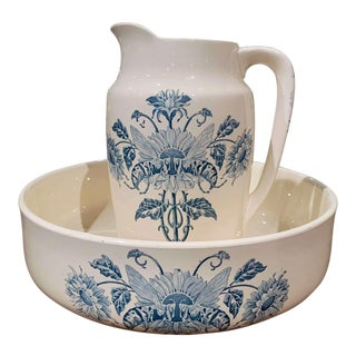 19th Century French Hand Painted Ceramic Wash Bowl and Pitcher From Longchamp For Sale