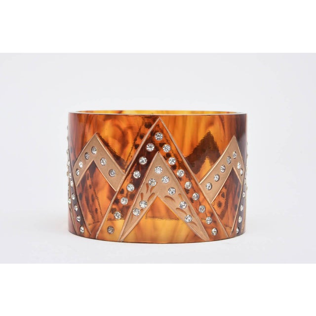 Art Deco French Tortoise Resin and Rhinestone Cuff Bracelet For Sale - Image 3 of 10
