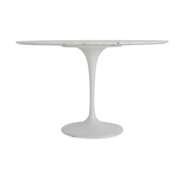 Tulip table in marble from the 70s. The Tulip is certainly among the most famous furnishings of the Knoll manufacture. The...