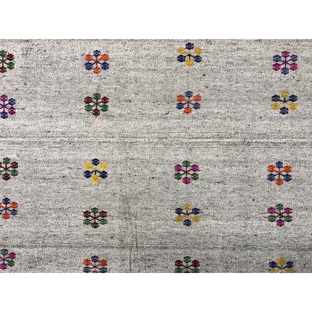 1960s Turkish Natural Patterned Handwoven Kilim Rug - 6′1″ × 8′10″ For Sale - Image 5 of 7