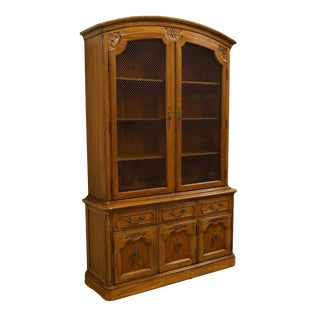 "20th Century Traditional Thomasville Furniture Place Vendome 52"" China Cabinet For Sale"